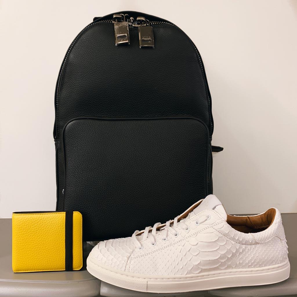 sac à dos et portefeuille en taurillon avec sneakers en python
